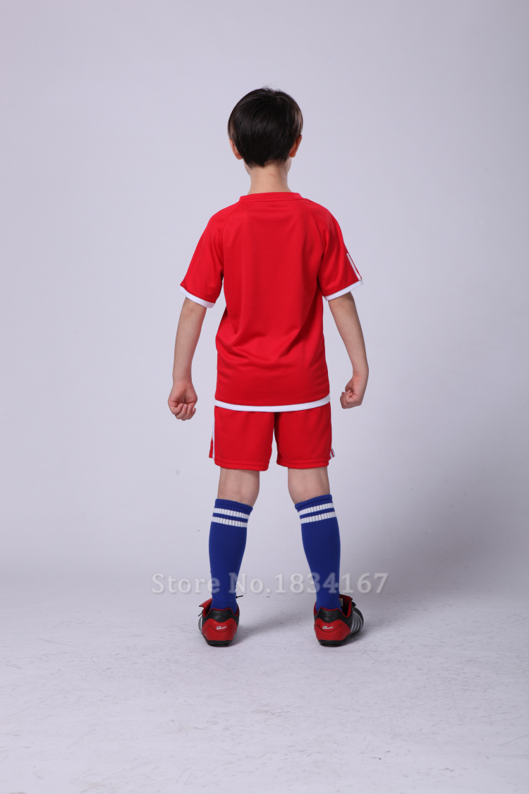 Quần áo đồng phục bóng đá dành cho trẻ em