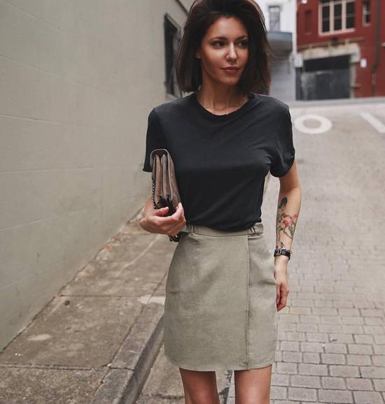 áo thun với chân váy
