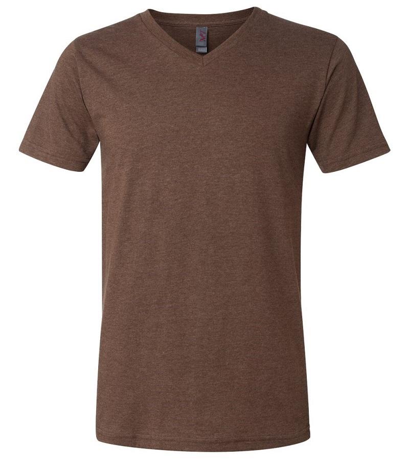 Áo phông cổ chữ V có thể kết hợp với quần âu làm đồng phục công sở