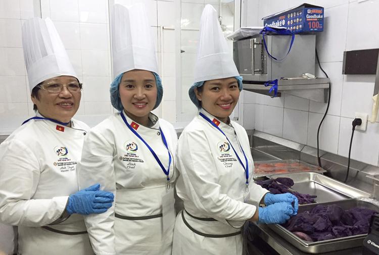 Đồng phục bếp cho khu nghỉ dưỡng InterContinental phục vụ APEC 2017