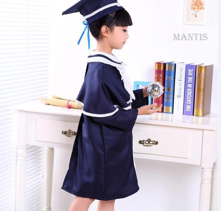 Bộ trang phục gồm áo tốt nghiệp mầm non và mũ trạng nguyên
