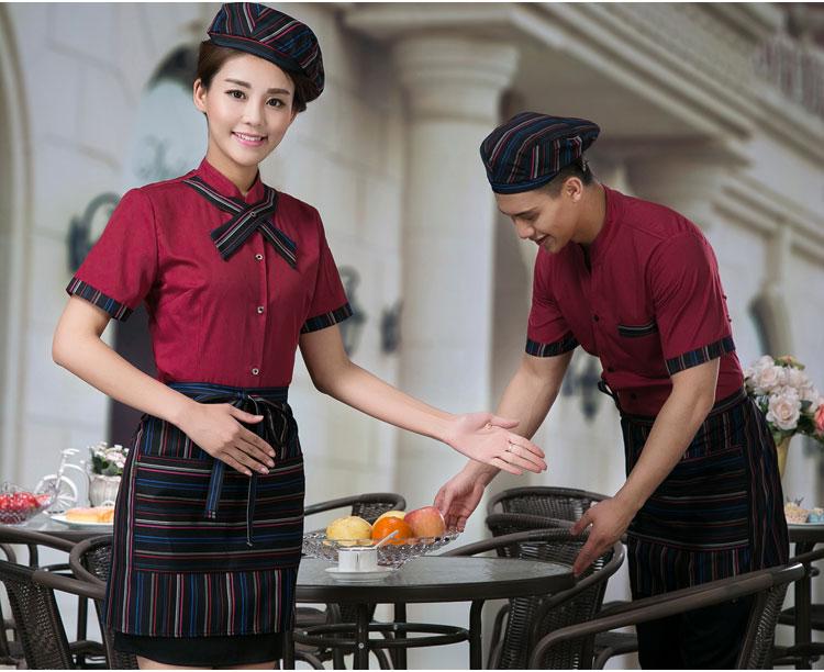 mẫu đồng phục quán cà phê mầu đỏ đô.