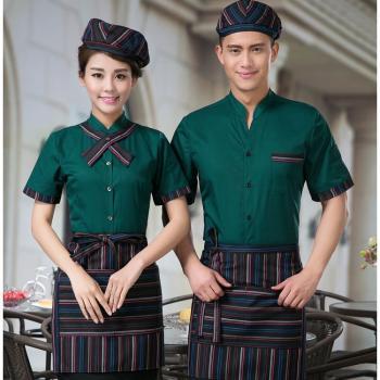 mẫu đồng phục nhân viên phục vụ bàn mầu xanh két đẹp