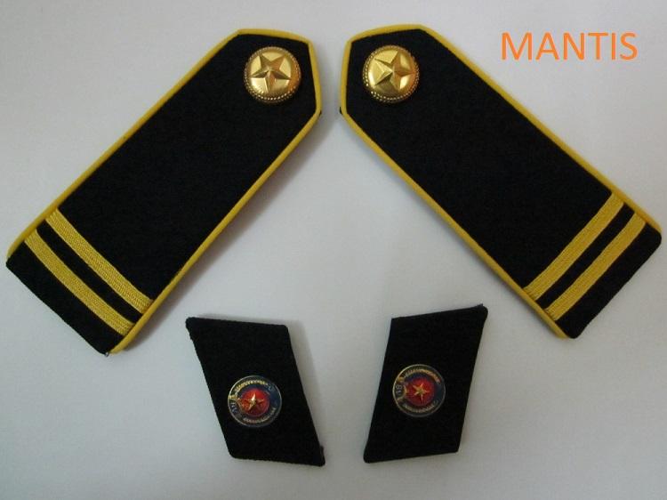 Bộ cầu vai 2 sọc vàng và ve áo