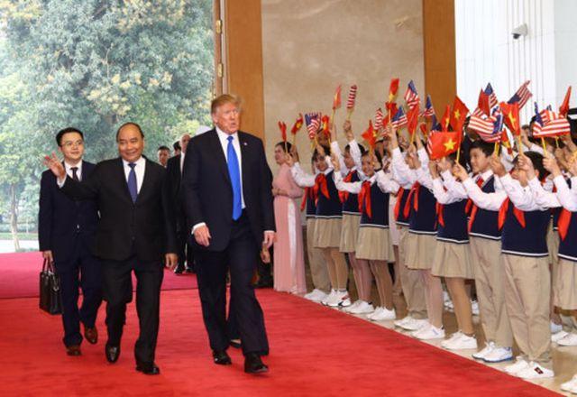 học sinh nguyên du đón tổng thống mỹ