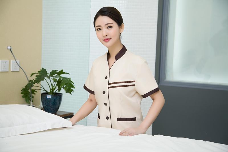trang phục buồng phòng khách sạn cao cấp