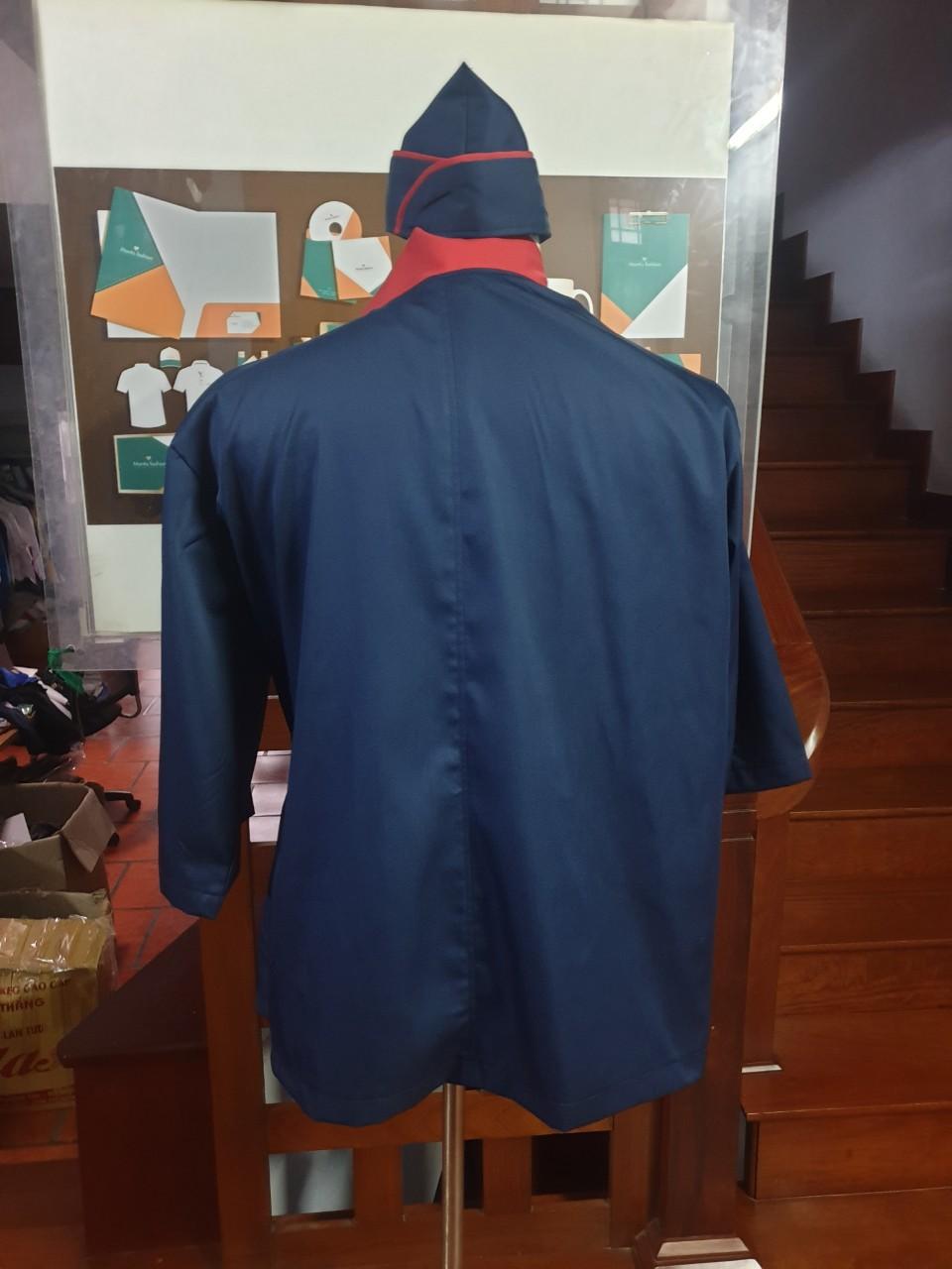 ảnh chụp sau lưng áo bếp nhật xanh đen phối đỏ bán sẵn
