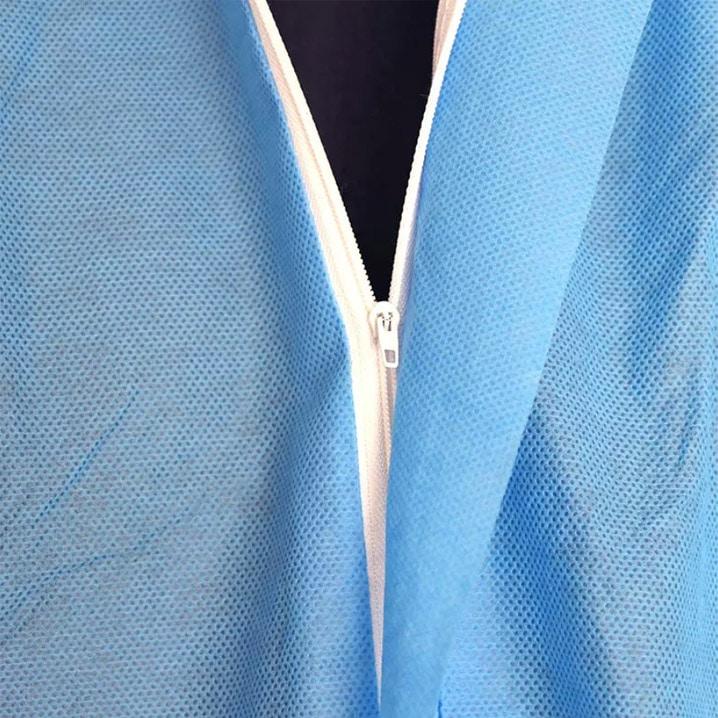khóa kéo trước ngực giúp cho thao tác sử dụng sản phẩm được dễ dàng
